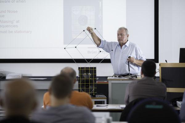 Организиране на семинари, симпозиуми, курсове, обучения и запознаване с най-новите достижения в областта на шума и вибрациите.